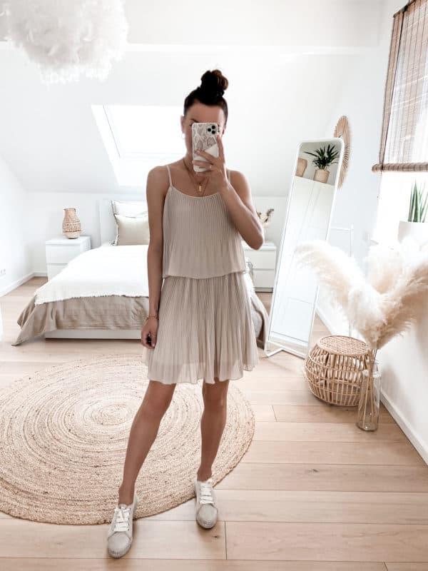 Kleid Plissee Plissiert Rot Vazzola Fashion Shop Beige Creme